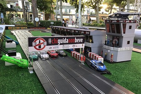 """Sicurezza stradale, grande successo per l'anteprima della """"SlotCar #chiguidanonbeve"""""""