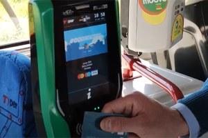 Sul bus anche senza il biglietto tradizionale: si paga a bordo con carta di credito, bancomat, smartphone e smartwatch